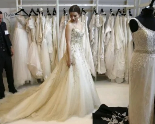 Wedding Dress Shopping goes fun with Exclusive 15% Off Coupons